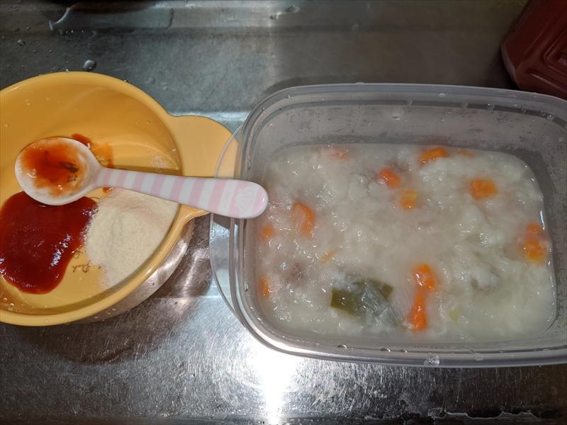 トマトジュースと粉ミルクとパン粥